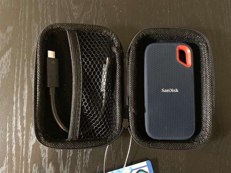 ローソンストア100のマルチ小物ケースにSanDisk サンディスクエクストリームポータブルを収納